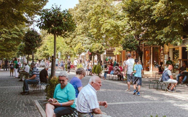 Début de la rue Evgeniou Voulgareos, qui mène aux vieilles rues étroites en direction de Liston.