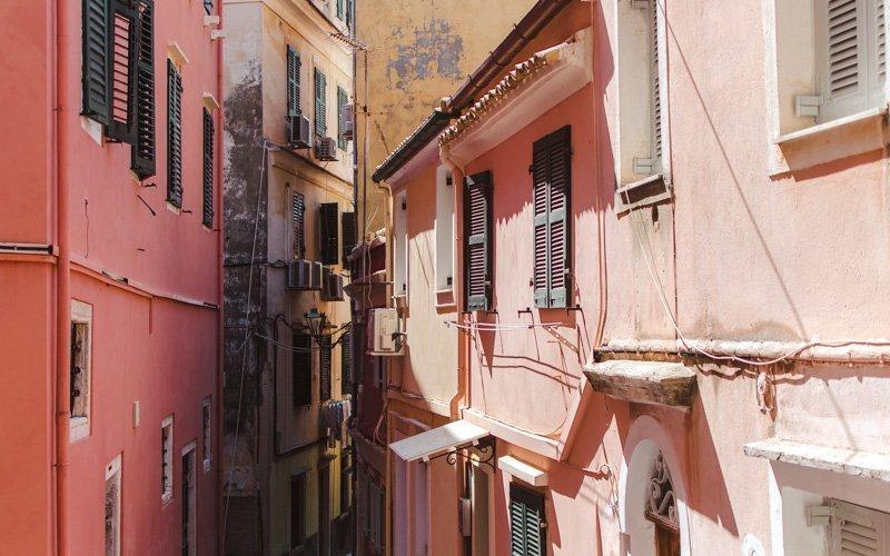 Rue dans la ville de Corfou