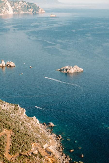 Vue sur la baie de Paleokastitsa depuis Angelokastro