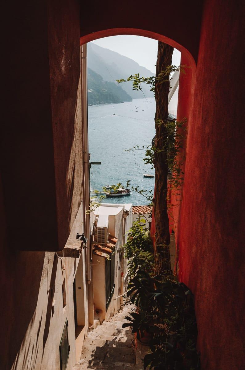 Vue sur la mer depuis les rues de Positano Italie