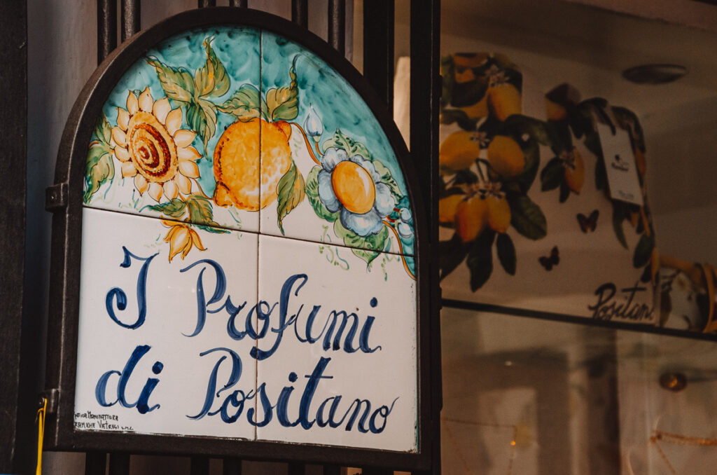 Hand-painted ceramic with lemons in Positano