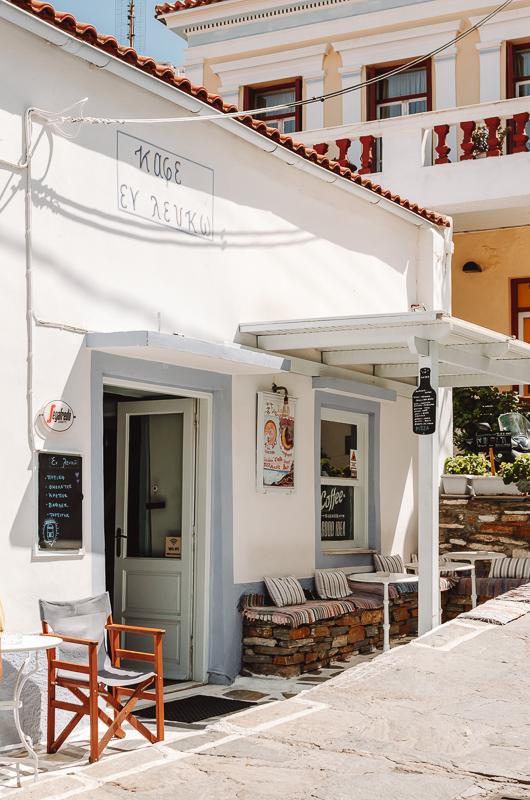 Café à Ioulida