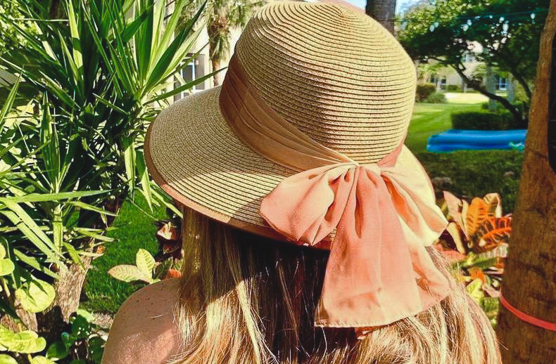 Beach hat with bow